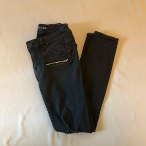 Ripped black skinny jeans size 25